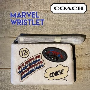 ❗️LAST ONE❗️COACH Wristlet Corner Zip MARVEL
